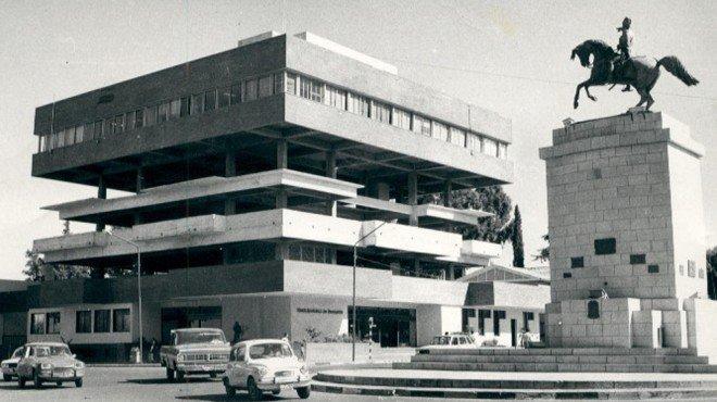 """Entre 1960 y 1966 se materializó el actual """"Palacio municipal"""", que fue ocupado recién en 1972."""