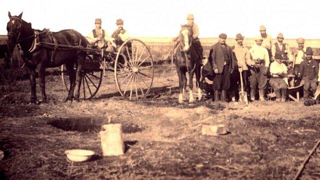 A lo largo de cien años muchos otros inmigrantes judíos y sus descendientes; héroes anónimos han dejado estampada su huella en los medanales del Neuquén