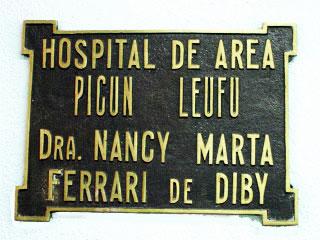 Placa ubicada en el hall del Hospital