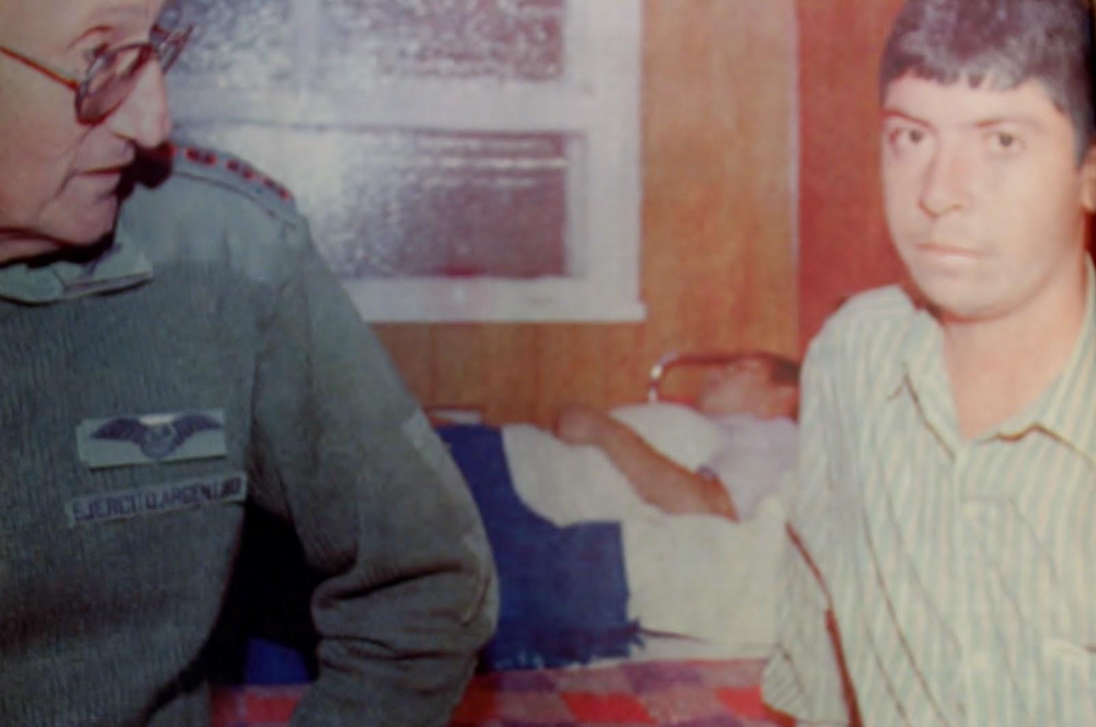 El General Balza entrevistando al soldado Castro