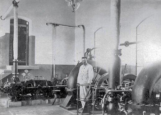 Bombas extractoras en el establecimiento Los Canales de los Hermanos Plottier