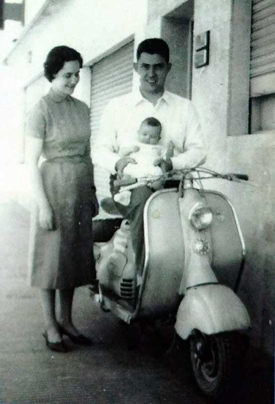 La inconfundible motoneta Siam Lambreta de los doctores Beatriz Battisti y su marido Víctor