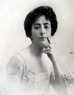 Elena Josefina Roca Funes de Castells. Su padre fue el general Julio Argentino Roca. El marido de Elena y su familia se quedaron con 360.000 hectáreas de territorio neuquino. No lo poblaron, ni lo pusieron en producción. Lo vendieron multiplicando por veinte lo invertido.