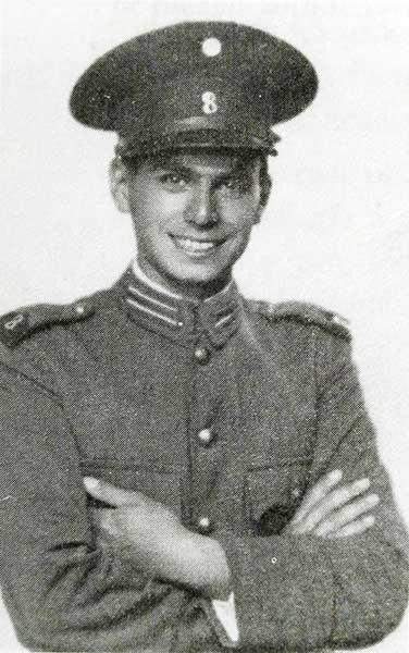 Jaime de Nevares en el servicio militar