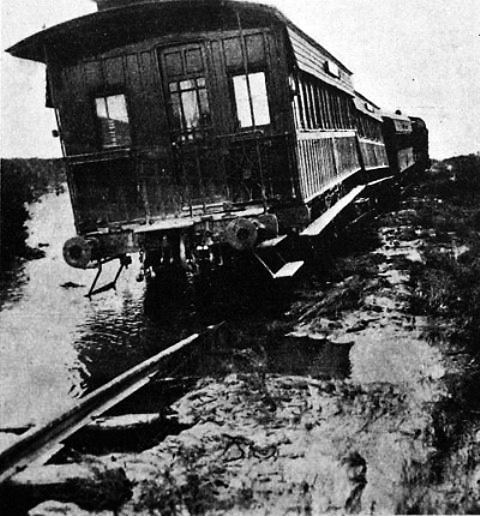 Las aguas detienen al tren.