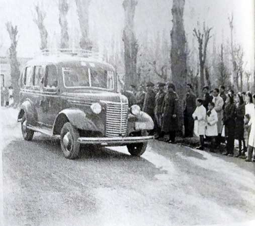 Camioneta para pasajeros y correo que hacía el trayecto Chos Malal - Zapala