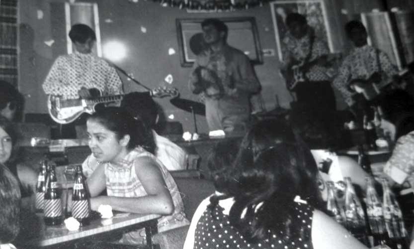 Le Sheminous, de Cutral Có, tocando en Sayonara