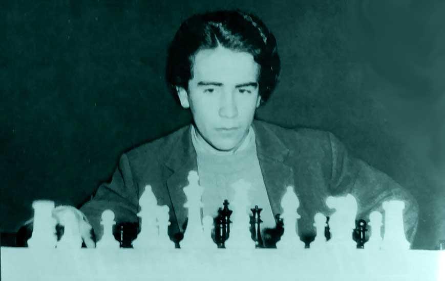 """Jorge Zárate, el neuquino que con 17 años derrotó en partida simultánea al gran ajedrecista, que luego fue campeón del Mundo, Robert """"Bobby"""" Fischer."""
