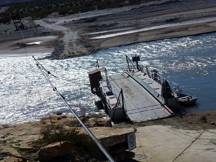 Balsa El Huitrín sobre el río Neuquén