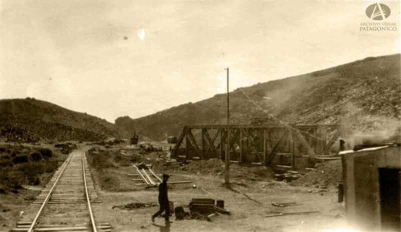 El tren debía llegar hasta Bariloche, y luego continuar bordeando el Nahuel Huapi hasta Villa la Angostura y cruzar la cordillera para llegar finalmente a Osorno, Chile. (Federico Silim)