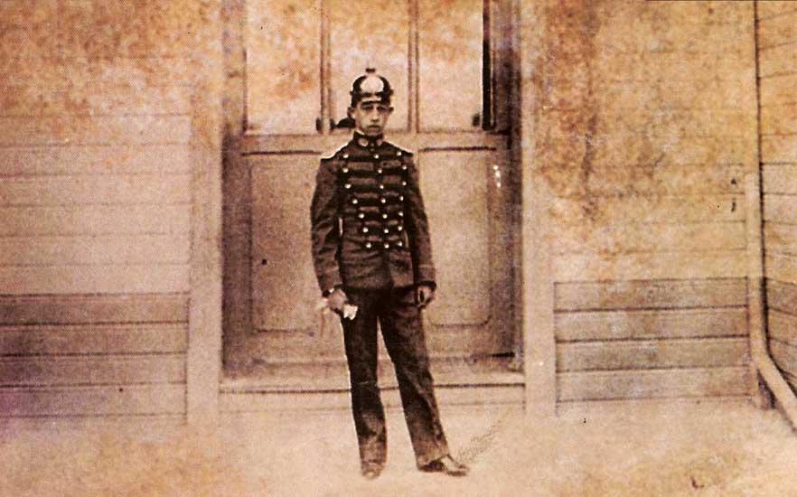 Foto de la portada del libro Guardianes del Orden, Primera recopilación de datos y antecedentes históricos de la policía de Neuquén 1879-2000, de Tomas Heger Wagner