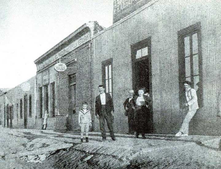 Autor desconocido, Preparándose para el baile, 1920. Museo Gregorio Alvarez.