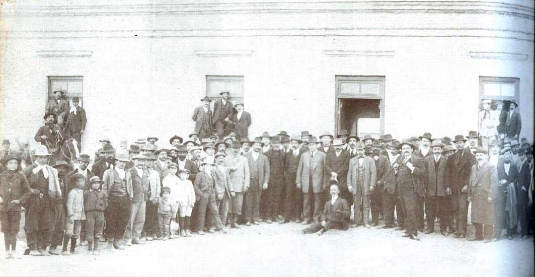 Autor desconocido, Domingo de elecciones, 1925. Sistema Provincial de Archivos.