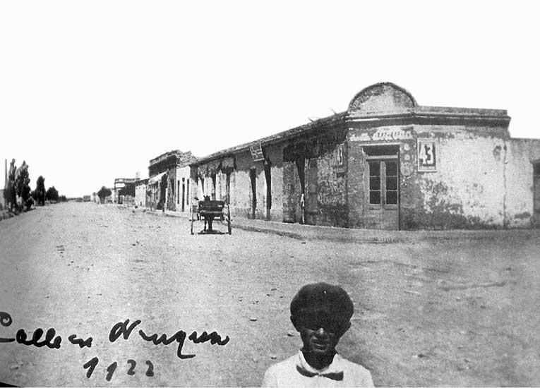Autor desconocido. El pasaje del campo a la ciudad: Calles amplias, mucho cielo, 1922. Esquina de Sarmiento y Pampa. Museo Gregorio Álvarez.