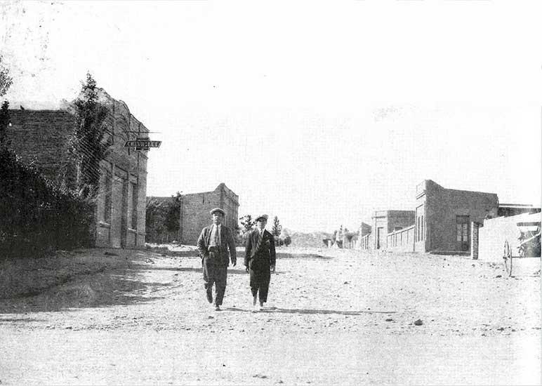 Autor desconocido. Caminata por la calle Yrigoyen, 1920. Museo Gregorio Álvarez.