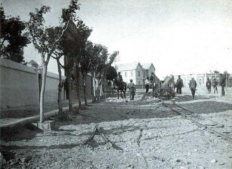 Autor desconocido. Los presos reparan las calles neuquinas, 1930. Colección Mario A. Burkman.