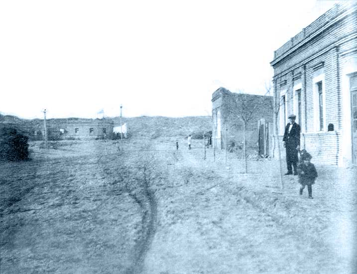 Humberto A. Ligaluppi. La familia del fotógrafo, 1922. Sistema Provincial de Archivos.