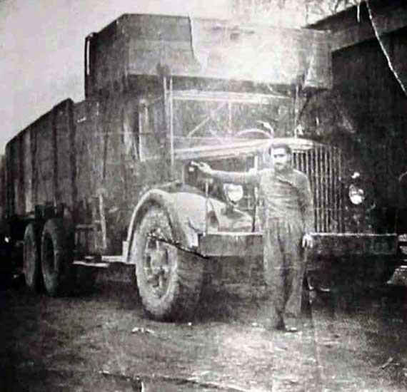 Juan Elías y su camión Mack - 1952