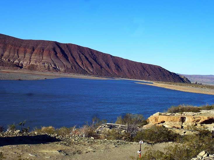 Río Neuquén a la altura del Huitrín