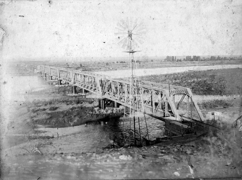 Puente ferroviario sobre el río Neuquén