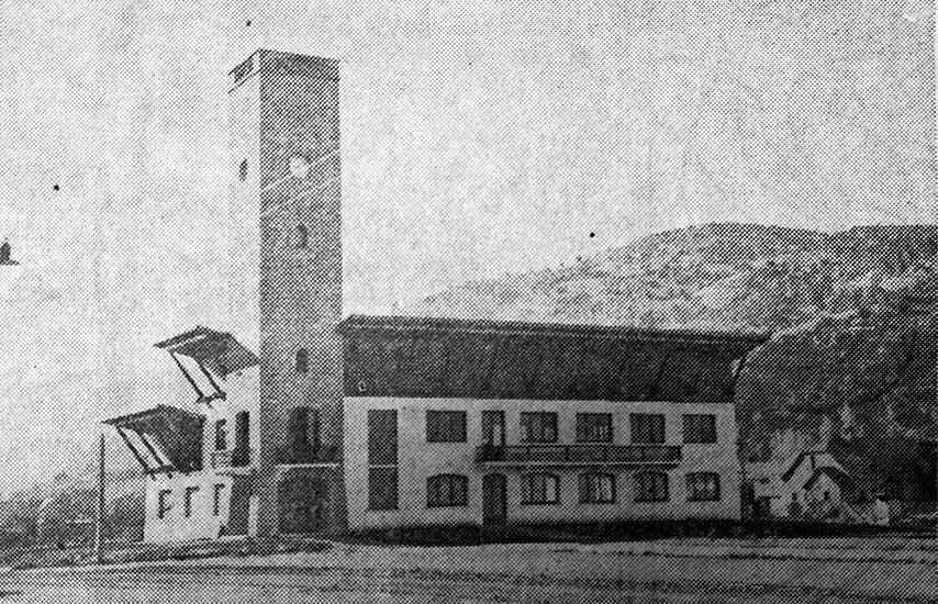 Edificio de la Municipalidad de San Martín de los Andes en 1959, año de su inauguración.