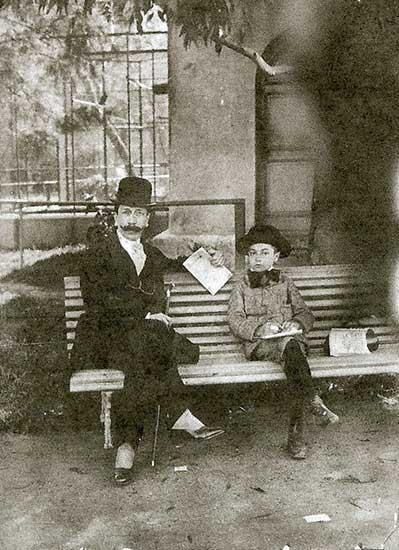 Eduardo Talero y su hijo Eduardo en el Zoológico de Buenos Aires. - 1910
