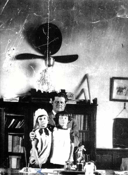 Martín Etcheluz con su hija Hayde y con el hijo de Ramón Idizarri. 1936
