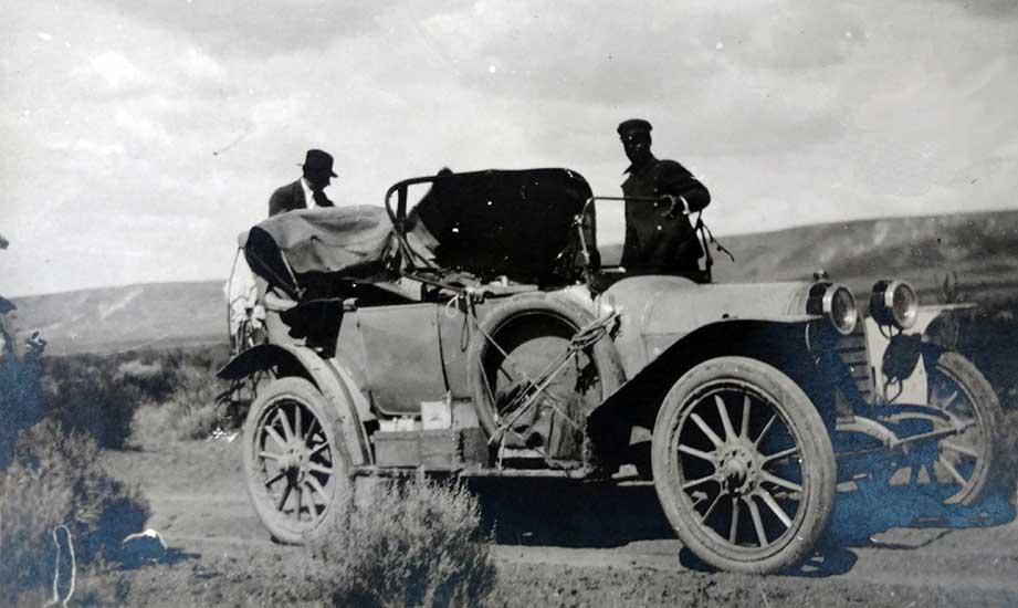 Amaranto Suárez y su Mercedes.