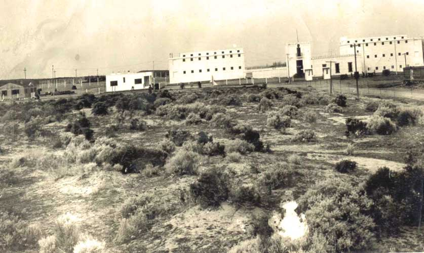 Imagen de la Cárcel año 1936 se inicia el emparejamiento de tierra y comienzo de distintas obras entre ellas la construcción de las casas del Personal Superior