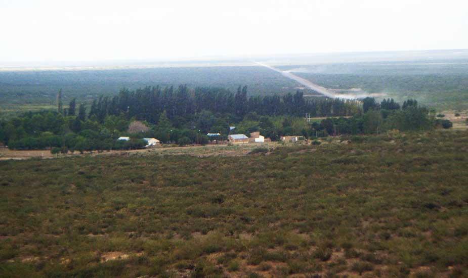 Octavio Pico, en el Meridiano 10 que fija el límite de las provincias de Río Negro, La Pampa y Neuquén.