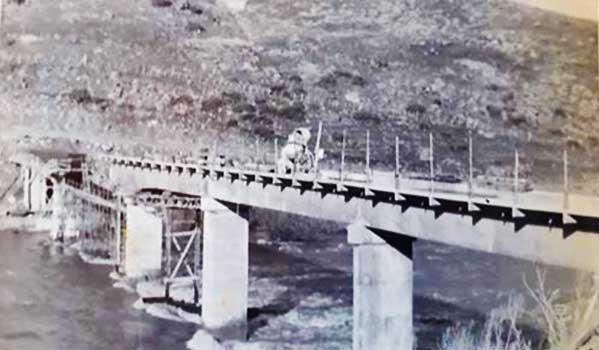 Pilo Lil: 1971 – Avanzado estado de las obras del Puente sobre el río Aluminé.