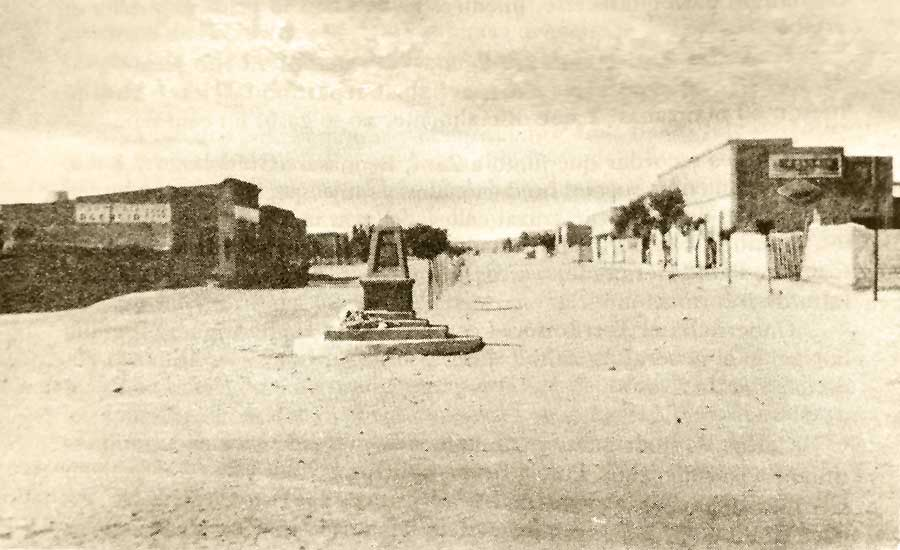 El Monolito (piedre fundamental). Fue construido por A. Buzzoni.