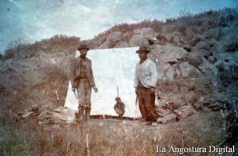 Los hermanos Barbagelata en un alto en el camino, viniendo a instalarse con el sueño de la Colonia Agrícola, a la actual Villa la Angostura.