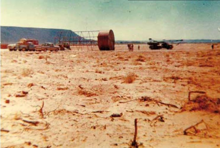 Primer desmonte y emparejado de los arenales con el fin de comenzar a trazar la ciudad.