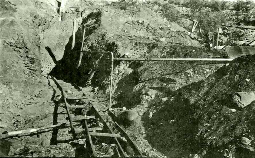 El estruendo sorprendió a los hombres del campamento situado a dos kilómetros de la mina.