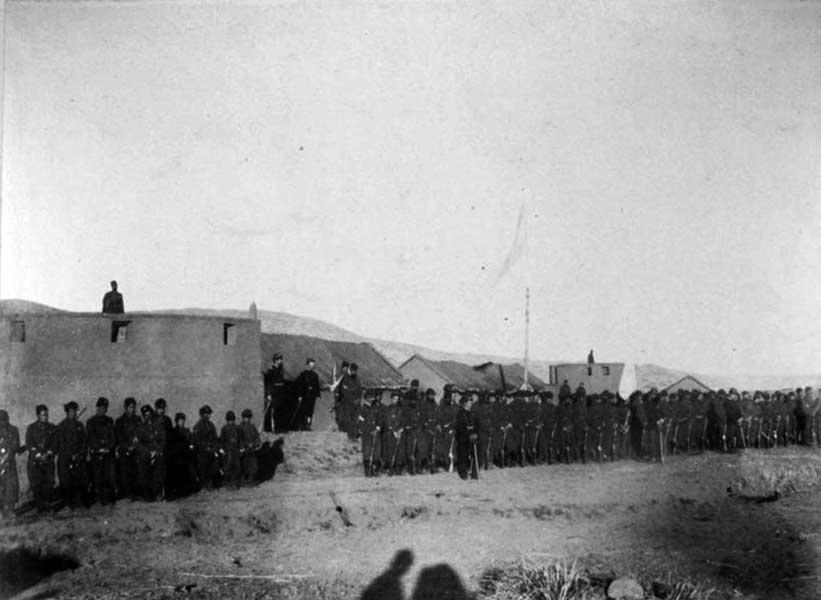 25 de Mayo de 1883 en Codihue. Regimiento n° 11 en formación, esperando la puesta del Sol.