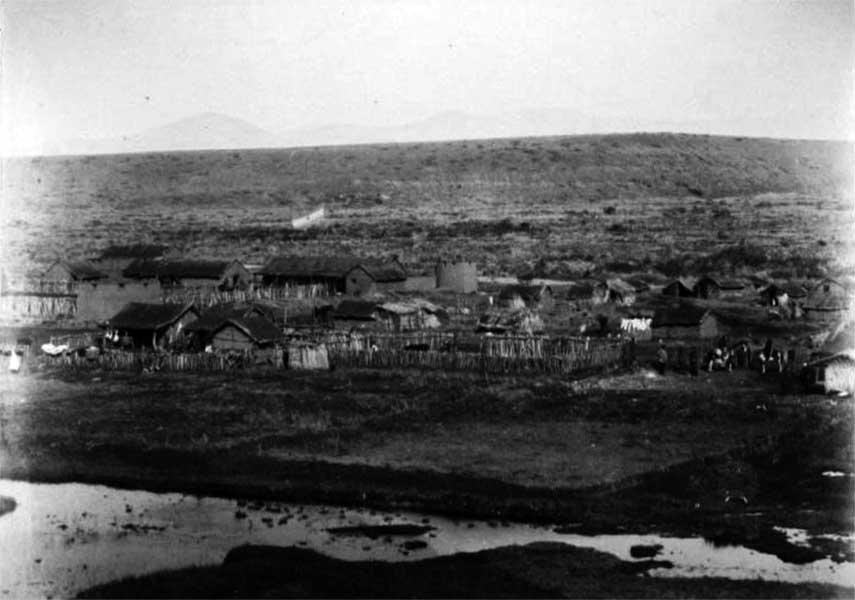 Vista general del Fuerte Codihue, situado en la unión del arroyo Codihue con el río Agrio.
