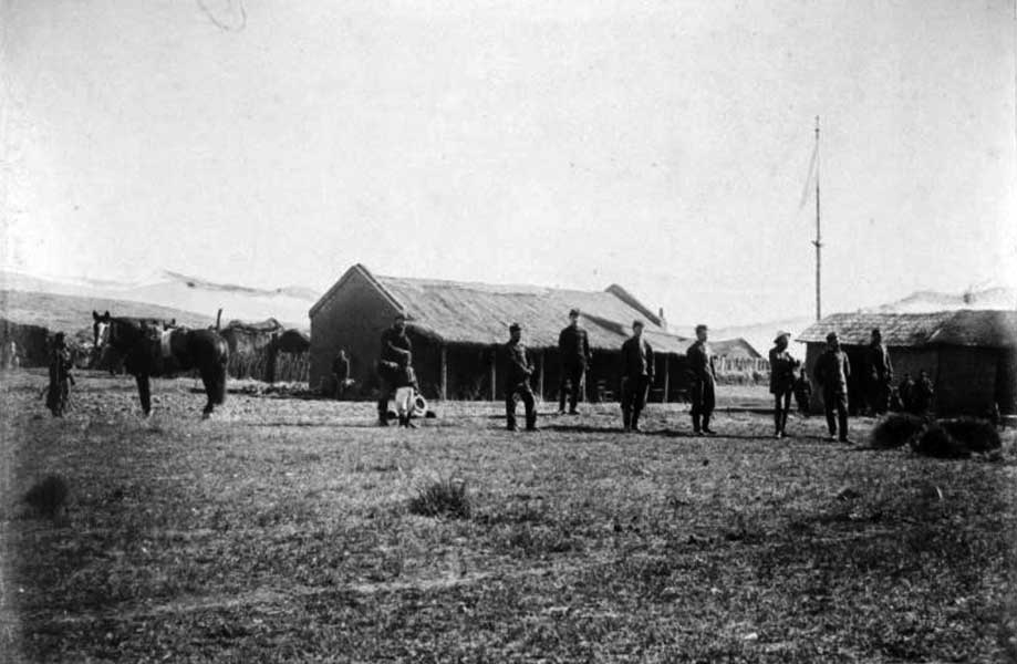 Edificio de la comandancia en Codihue - Oficiales del Regimiento 11