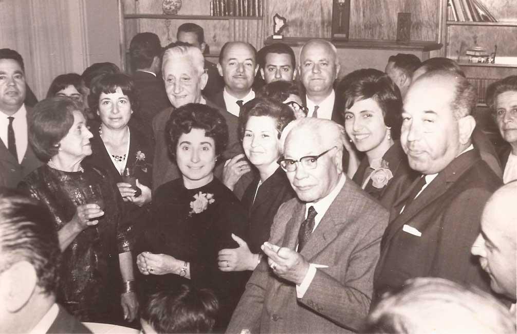 Gregorio Álvarez acompañado entre otros, por Felipe Sapag (cinco veces gobernador del Neuquén, a su derecha) y Arturo Illía (Presidente de la Nación, en segundo plano, primero a la izquierda).