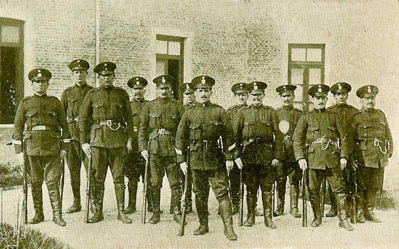 Guardia policial, a cargo del Cabo Benegas - 1930 - Neuquén Capital - Archivo Histórico Municipal, Ciudad de Neuquén.
