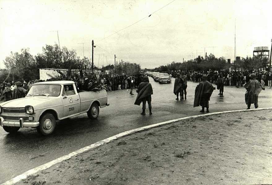 Sepelio de las víctimas del avión de YPF. Participó todo el pueblo de Plaza Huincul y Cutral Co.