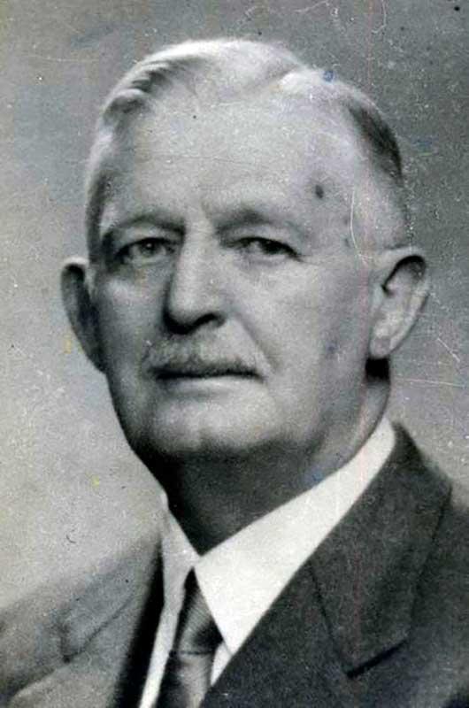 Juan Keidel. Fue responsable del hallazgo de petróleo en las localidades Plaza Huincul y Challacó. Creó la base estratigráfíca de los denominados