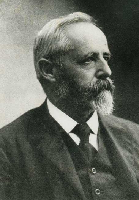 Santiago Roth , en su expedición del año 1922 halló los restos del dinosaurio saurópodo Neuquensaurus australis.