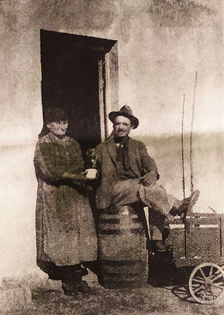 Arturo Comuzzi y su esposa. llegaron a Neuquén en 1928.