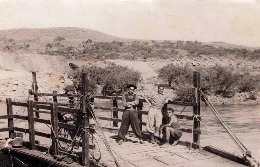 Balsa en Pulmarí - Década del '50.