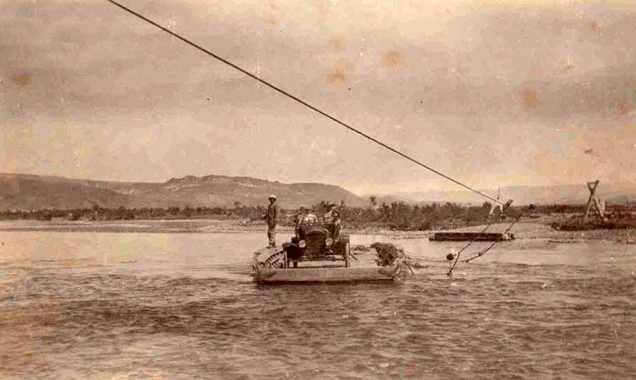 Balsa sobre el río Chimehuin - 1917.