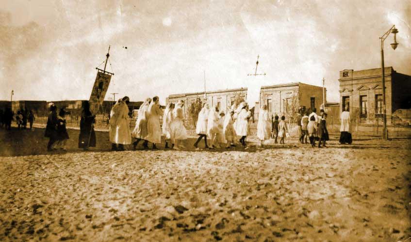 Procesión religiosa por las calles de Neuquén - 1923