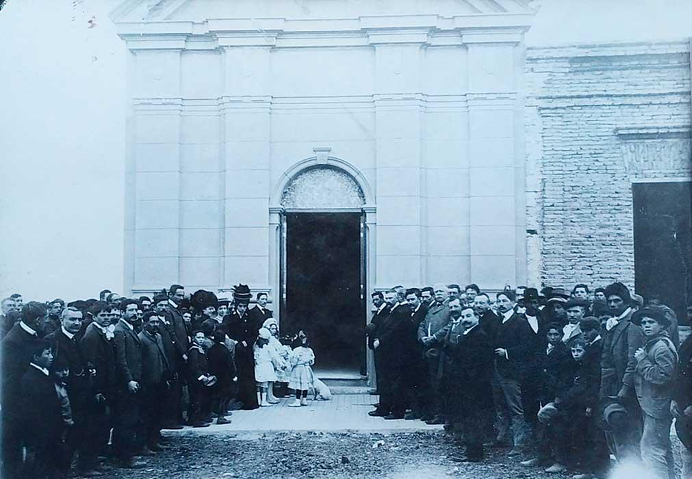 Inauguración de la capilla Nuestra Señora de los Dolores, en Neuquén Capital. 12 de Septiembre de 1907