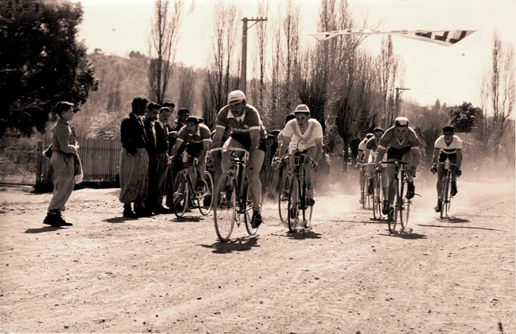 Entre éstos destacamos a Osvaldo Varea, empleado del Correo (a quien pertenecen las fotografías, cedidas por sus familiares) y Pedro Torres, bicicletero; ambos adversarios y amigos.