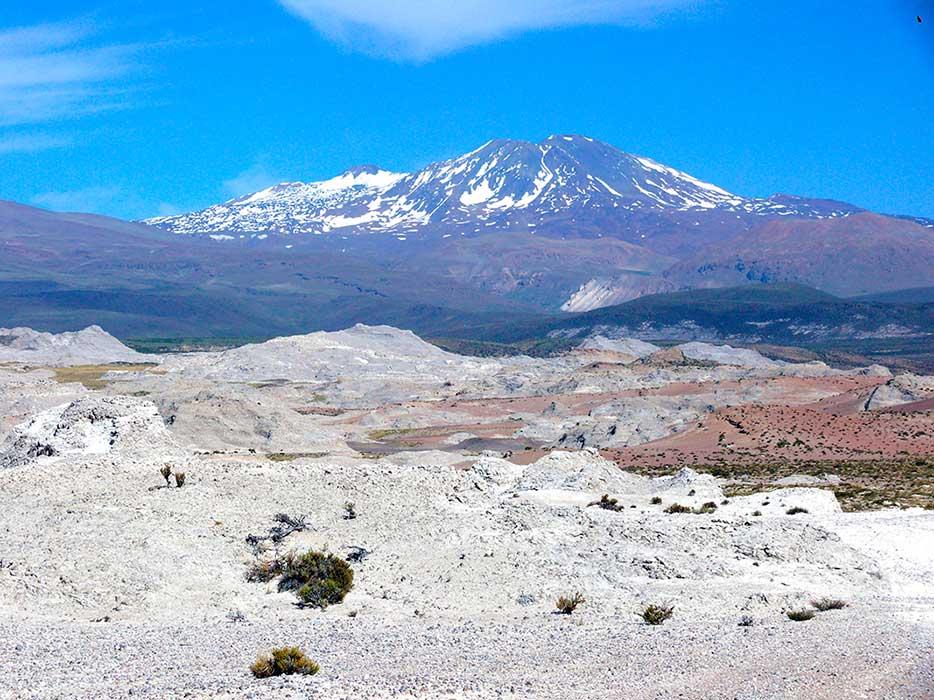 Yesera del Tromen - Volcán Tromen, provincia del Neuquén